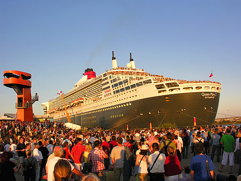 Foto Queen Mary 2 - Volksfest - Hamburg